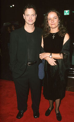 Premiere: Gary Sinise with his wife at the Hollywood premiere of Dimension's Reindeer Games at the El Capitan Theatre - 2/21/2000