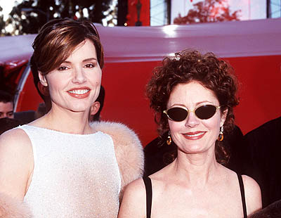 Geena Davis and Susan Sarandon 70th Annual Academy Awards Los Angeles, CA 3/23/1998