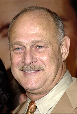 Premiere: Gerald McRaney at the Westwood premiere of Paramount's What Women Want - 12/14/2000