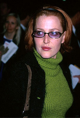 Premiere: Gillian Anderson at the Beverly Hills premiere of Castle Rock's Proof Of Life - 12/4/2000