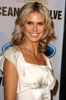 Premiere: Heidi Klum at the Hollywood premiere of Warner Bros. Ocean's Twelve - 12/8/2004