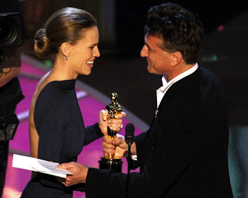 Sean Penn presents Hilary Swank with the Oscar for Best Actress 77th Annual Academy Awards Ceremony Hollywood, CA - 2/27/05