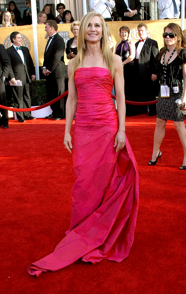 Holly Hunter arrives at the 15th Annual Screen Actors Guild Awards held at the Shrine Auditorium on January 25, 2009 in Los Angeles, California.
