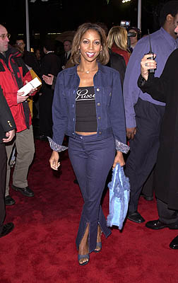Premiere: Holly Robinson Peete at the Hollywood premiere of Paramount's Down To Earth - 2/12/2001