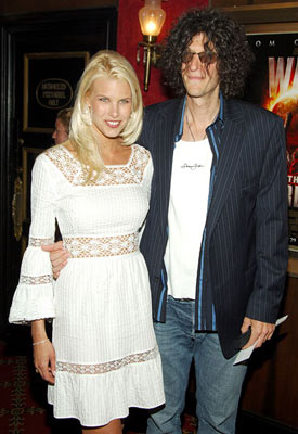Premiere: Beth Ostrosky and Howard Stern at the New York premiere of Paramount Pictures' War of the Worlds - 6/23/2005