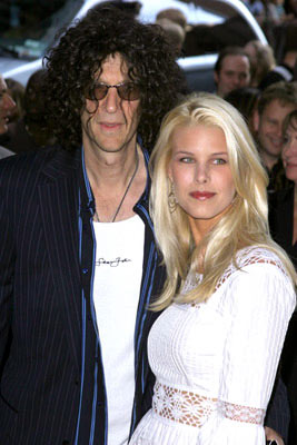 Premiere: Howard Stern and Beth Ostrosky at the New York premiere of Paramount Pictures' War of the Worlds - 6/23/2005
