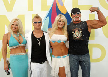 Linda Hogan, Nick Hogan, Brooke Hogan and Hulk Hogan MTV Video Music Awards 2005 - Arrivals - 8/28/05