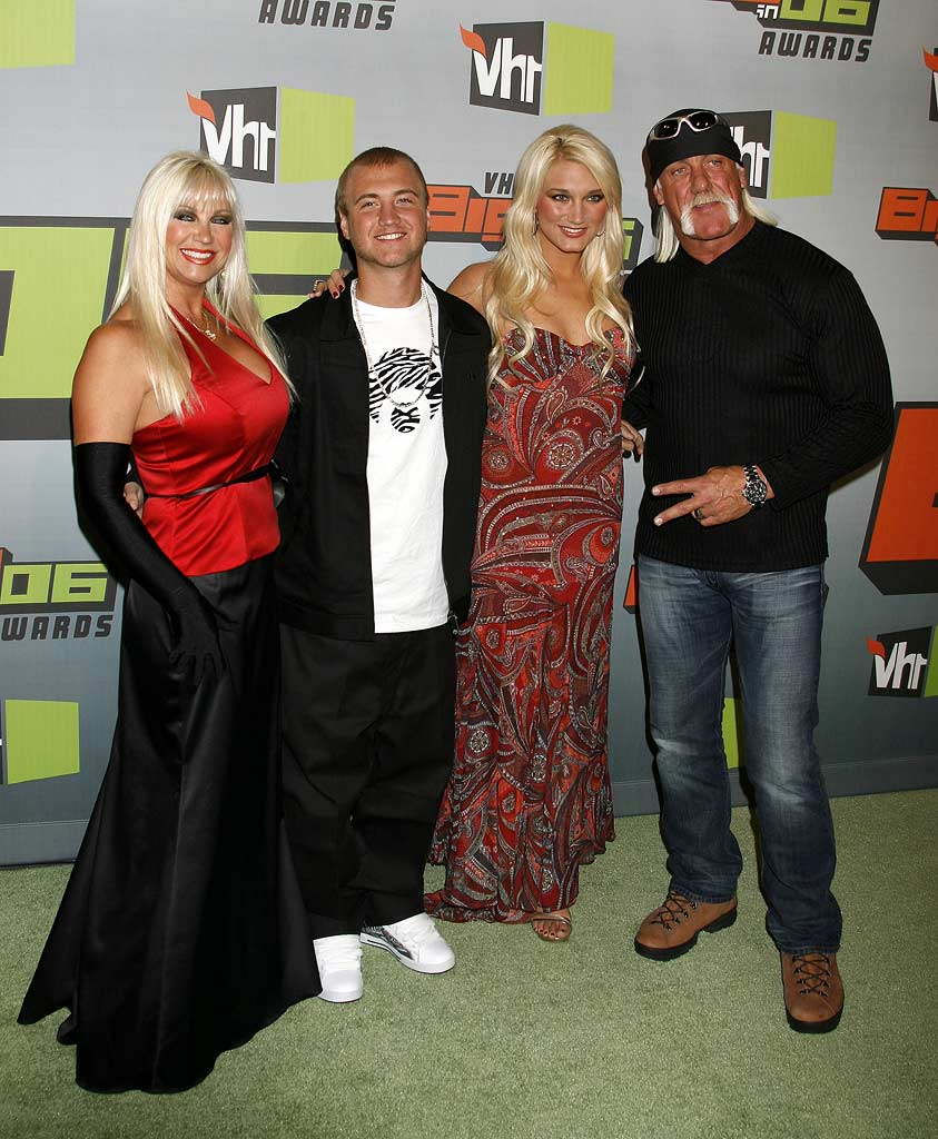 Linda Hogan, Nick Hogan, Brooke Hogan and Hulk Hogan at VH1 Big in '06.