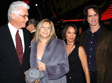 Premiere: James Brolin and Barbra Streisand with director Jay Roach and wife Susanna Hoffs at the Los Angeles premiere of Universal Pictures' Meet the Fockers - 12/16/2004