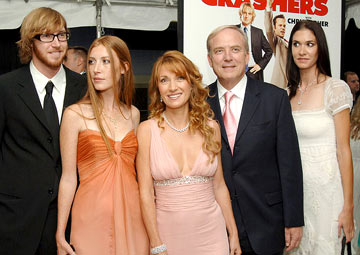 Premiere: Jane Seymour, husband James Keach and family at the New York premiere of New Line Cinema's Wedding Crashers - 7/13/2005