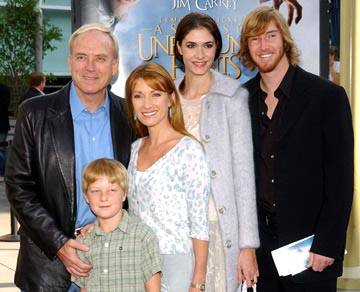Premiere: James Keach, Jane Seymour and family at the Hollywood premiere of Paramount Pictures' Lemony Snicket's A Series of Unfortunate Events - 12/12/2004