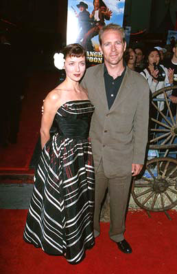 Premiere: Mia Sara and Jason Connery at the Hollywood premiere of Touchstone's Shanghai Noon - 5/23/2000