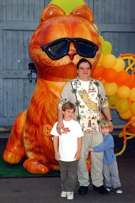 Premiere: Jeff Garlin and kids at the L.A. premiere of Twentieth Century Fox's Garfield - 6/6/2004