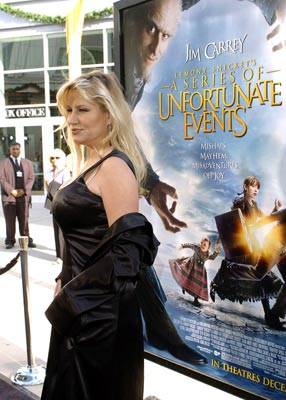 Premiere: Jennifer Coolidge at the Hollywood premiere of Paramount Pictures' Lemony Snicket's A Series of Unfortunate Events - 12/12/2004