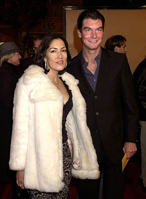 Premiere: Jerry O'Connell and gal at the Hollywood premiere of Warner Brothers' The Majestic - 12/11/2001