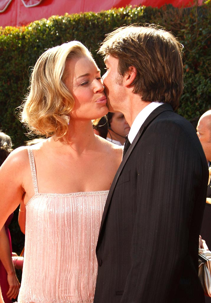 Rebecca Romijn and Jerry O'Connell arrive at the 59th Annual Primetime Emmy Awards at the Shrine Auditorium on September 16, 2007 in Los Angeles, California.