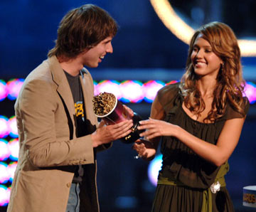 Jon Heder and Jessica Alba MTV Movie Awards 2005 - Show Los Angeles, CA - 6/4/05