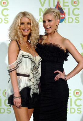 Jessica Simpson and Ashlee Simpson MTV Video Music Awards 2005 - Press Room - 8/28/05