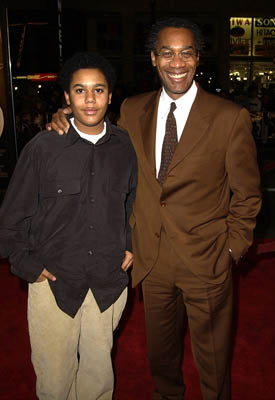 Premiere: Joe Morton and son at the Hollywood premiere of Ali - 12/12/2001