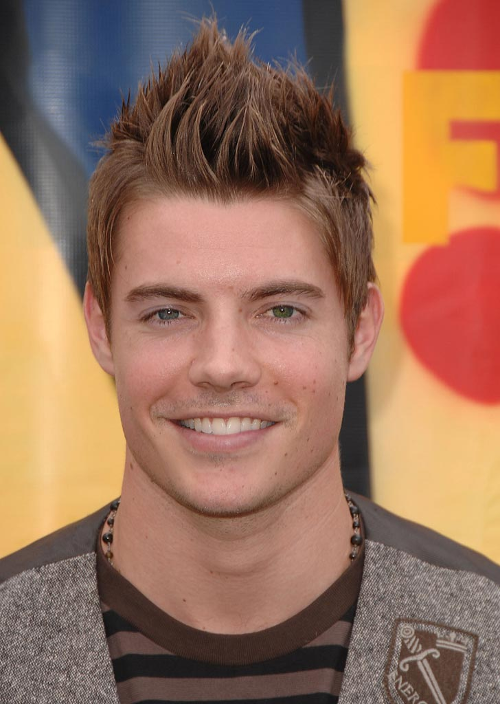 Josh Henderson arrives to the 2007 Teen Choice Awards.