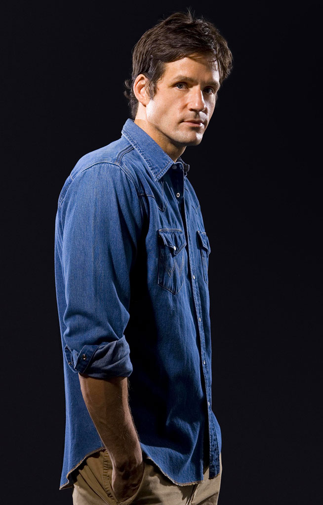 Josh Hopkins stars as Peter Manning in Vanished on FOX.