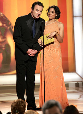 Presenters Julian McMahon and Rosario Dawson 63rd Annual Golden Globe Awards Beverly Hills, CA - 1/16/05