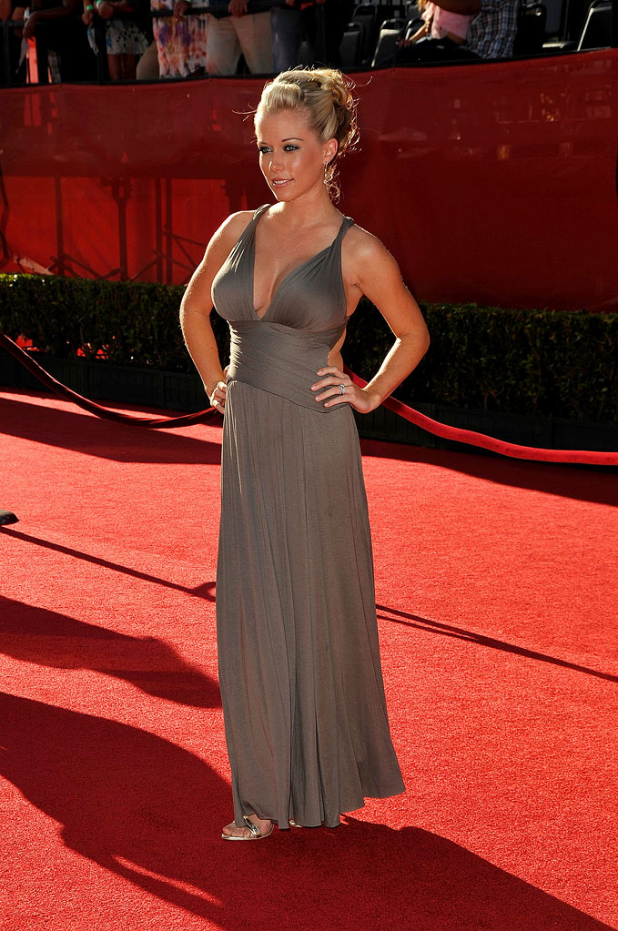 Kendra Wilkinson arrives at the 17th annual ESPY Awards held at Nokia Theatre LA Live on July 15, 2009 in Los Angeles, California.