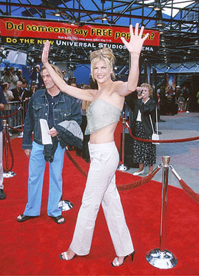 Premiere: Brand new Wilma Kristen Johnston at the Universal Studios Cinema premiere of Universal's The Flintstones In Viva Rock Vegas in Los Angeles - 4/15/2000