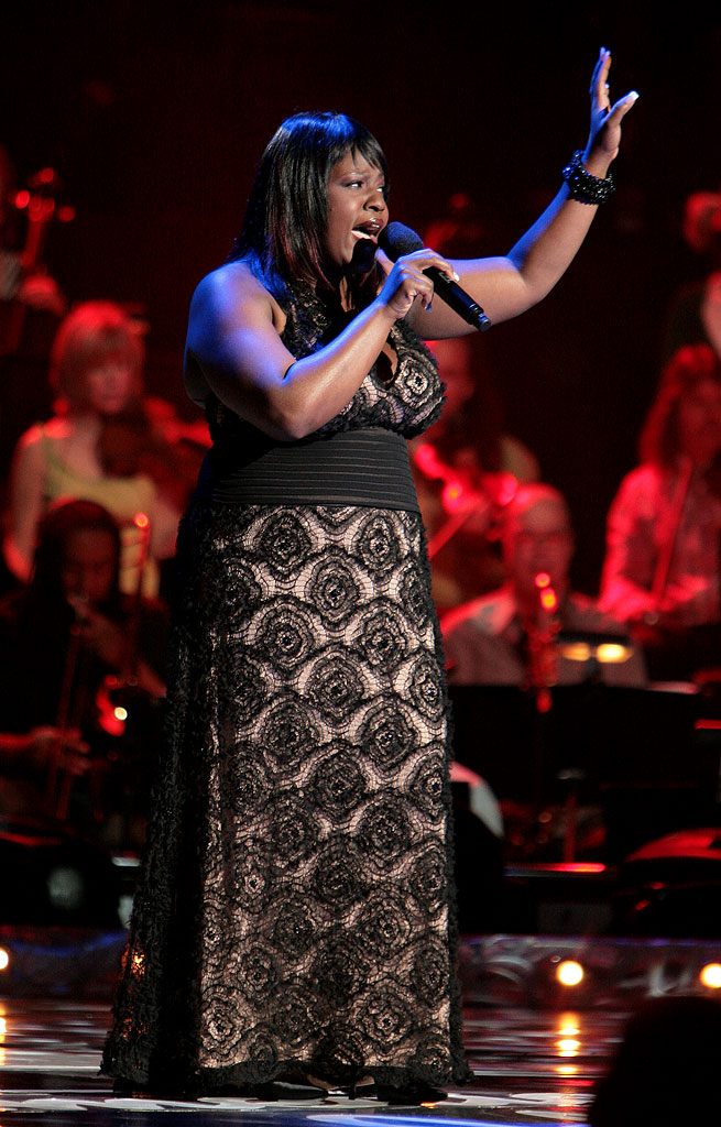 LaKisha Jones performs as one of the top 9 contestants on the 6th season of American Idol.