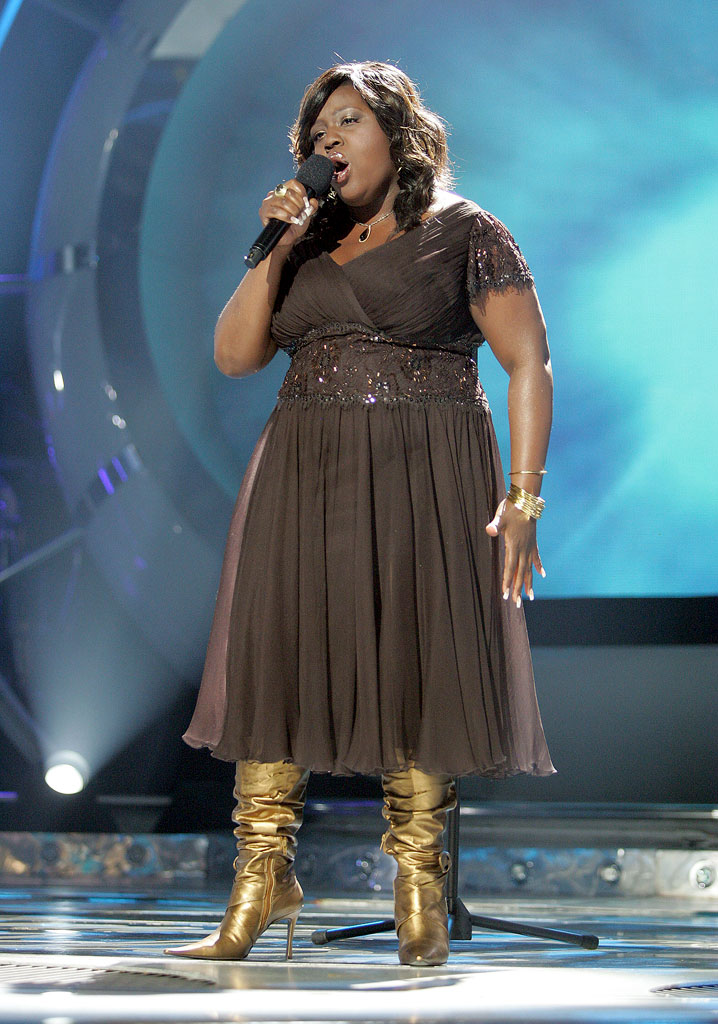 LaKisha Jones performs as one of the top 7 contestants on the 6th season of American Idol.