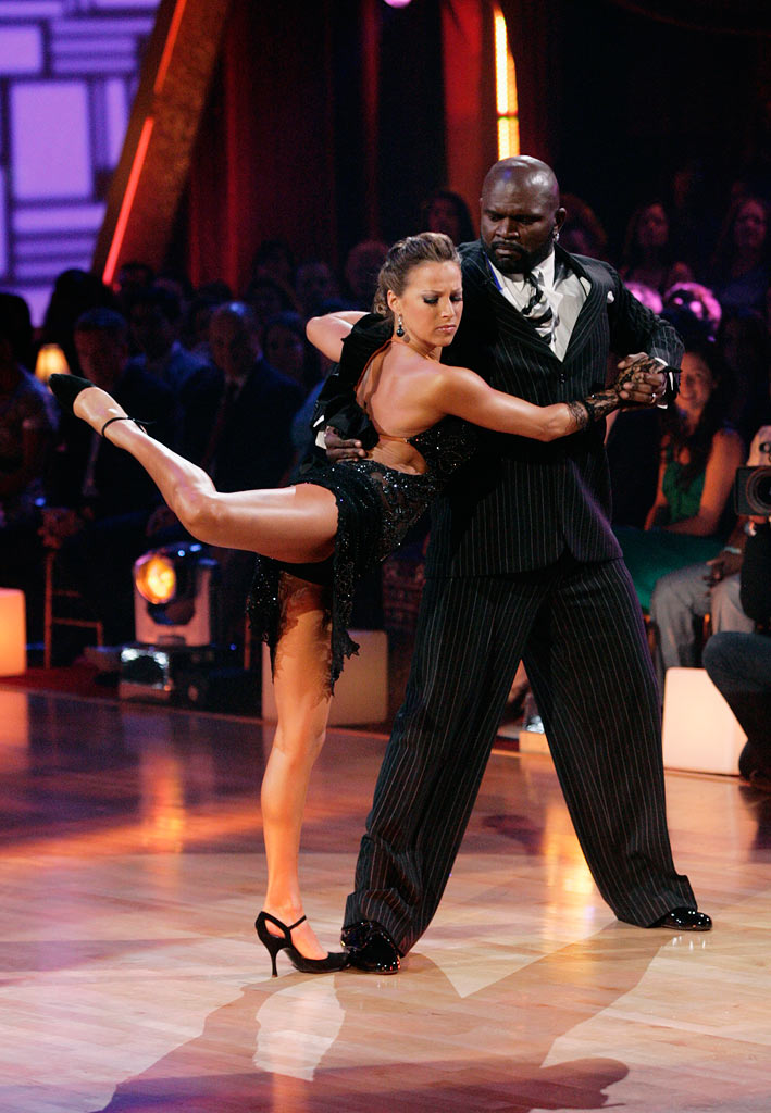 "Lawrence Taylor and Edyta Sliwinska perform the Argentine Tango to ""Suite Punta Del Este"" by Ástor Piazzolla on ""Dancing with the Stars."""