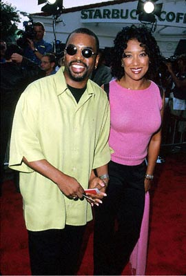 Premiere: Levar Burton and his wife at the Mann Village Theater premiere of Columbia's Hollow Man - 8/2/2000