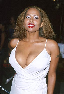 Premiere: Lisa Nicole Carson at the Universal City premiere of Universal's Nutty Professor II: The Klumps - 7/24/2000