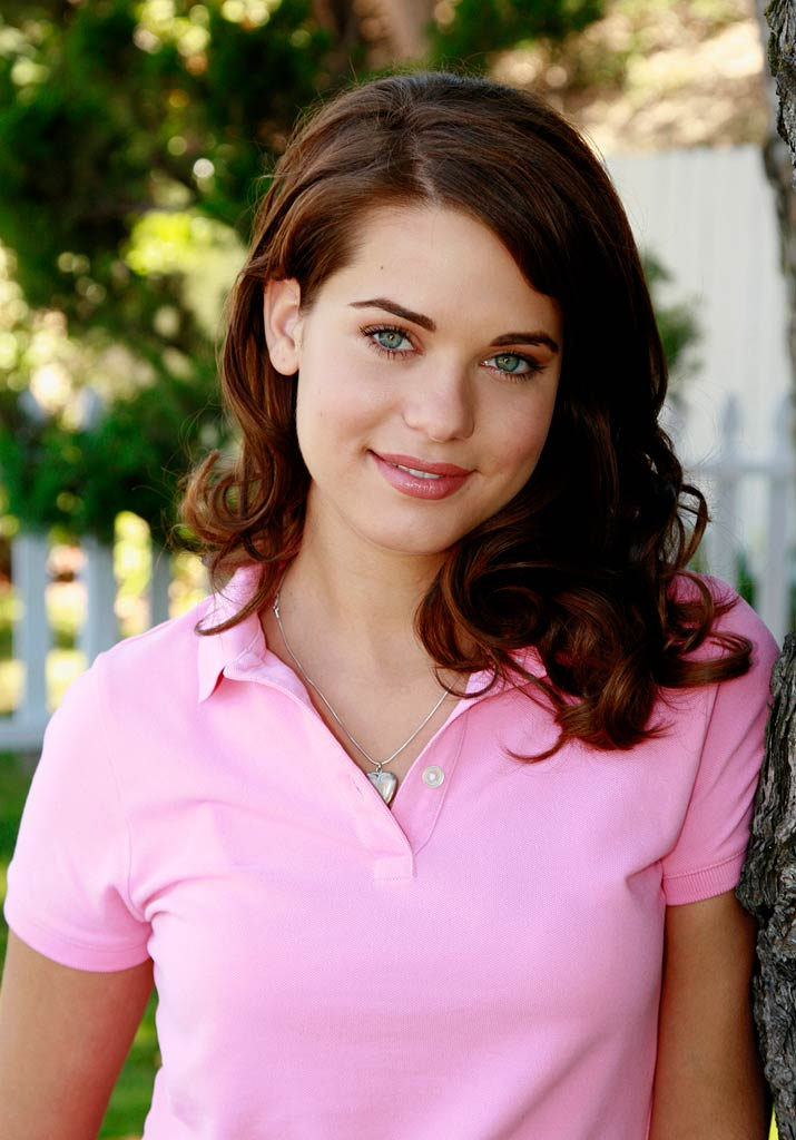 Lyndsy Fonseca stars as Dylan Mayfair in Desperate Housewives.