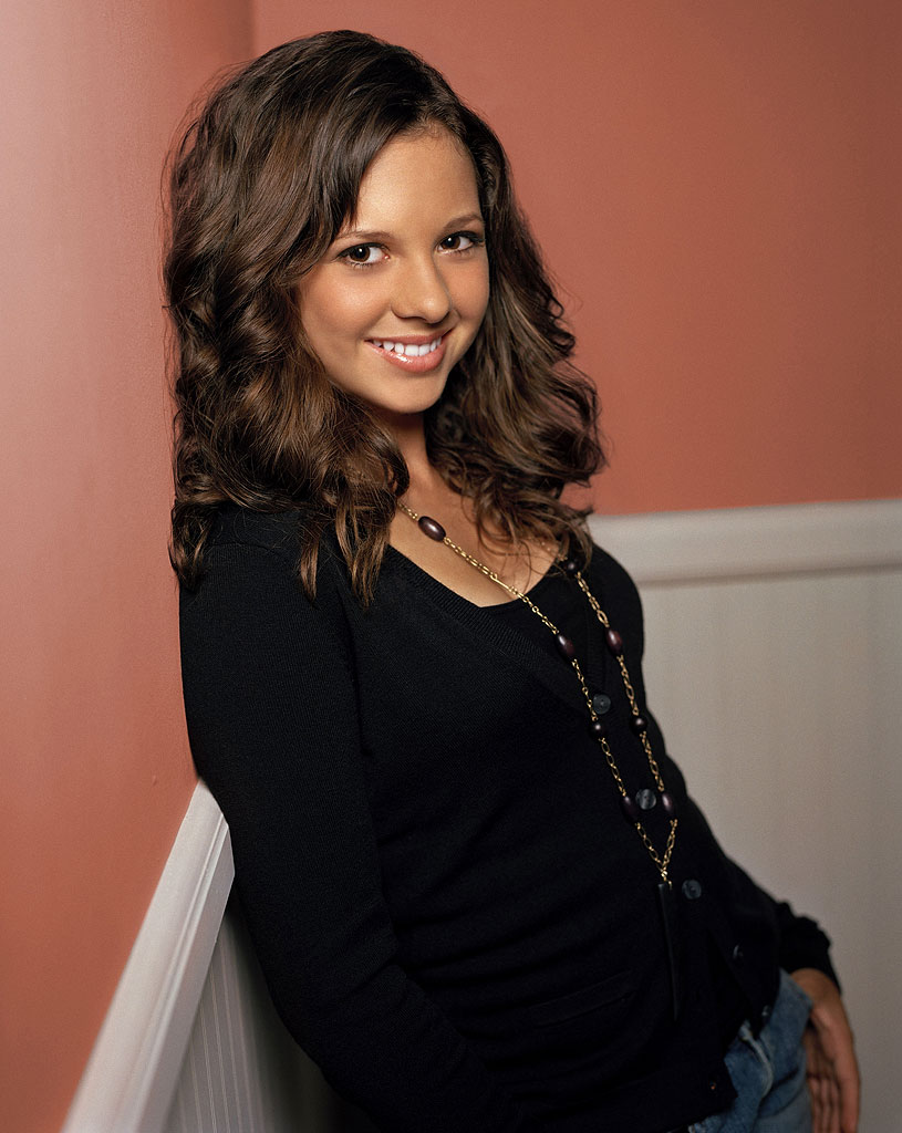 Mackenzie Rosman stars as Ruthie Camden in 7th Heaven on The CW.
