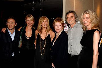 Premiere: Mark Feuerstein, Cameron Diaz, Toni Collette, Shirley MacLaine, Curtis Hanson and Carol Fenelon at the Los Angeles premiere of 20th Century Fox's In Her Shoes - 9/28/2005