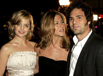 Premiere: Mena Suvari, Jennifer Aniston and Mark Ruffalo at the LA premiere of Warner Bros.' Rumor Has It... - 12/15/2005