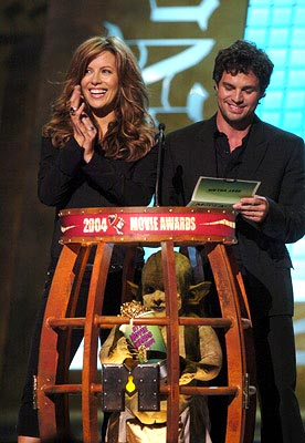 Kate Beckinsale and Mark Ruffalo MTV Movie Awards - 6/5/2004