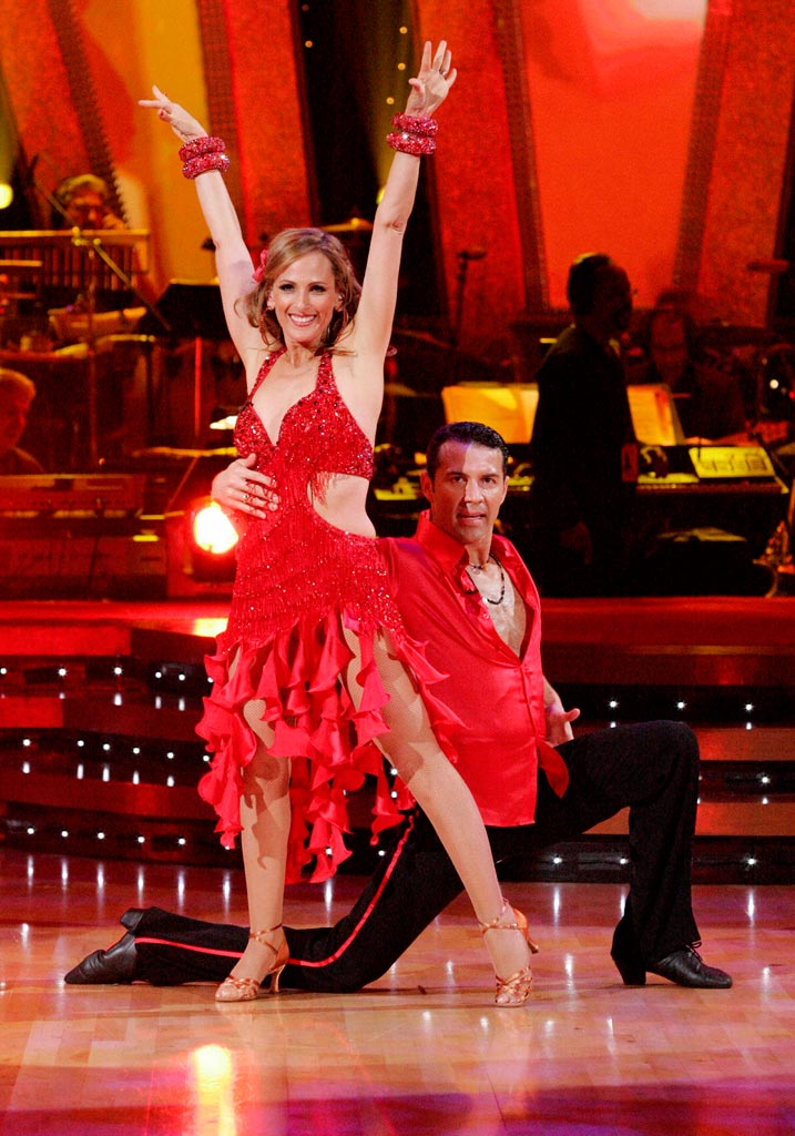 Marlee Matlin and Fabian Sanchez perform a dance on the sixth season of Dancing with the Stars.