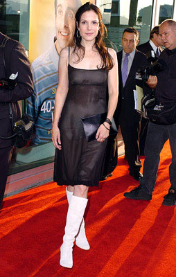 Premiere: Mary-Louise Parker at the Hollywood premiere of Universal Pictures' The 40-Year-Old Virgin - 8/11/2005