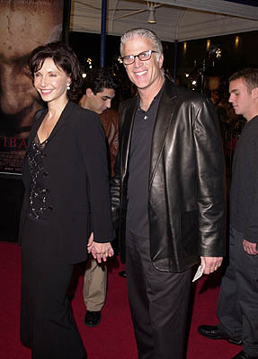 Premiere: Mary Steenburgen and Ted Danson at the Mann Village Theater premiere of MGM's Hannibal - 2/1/2001