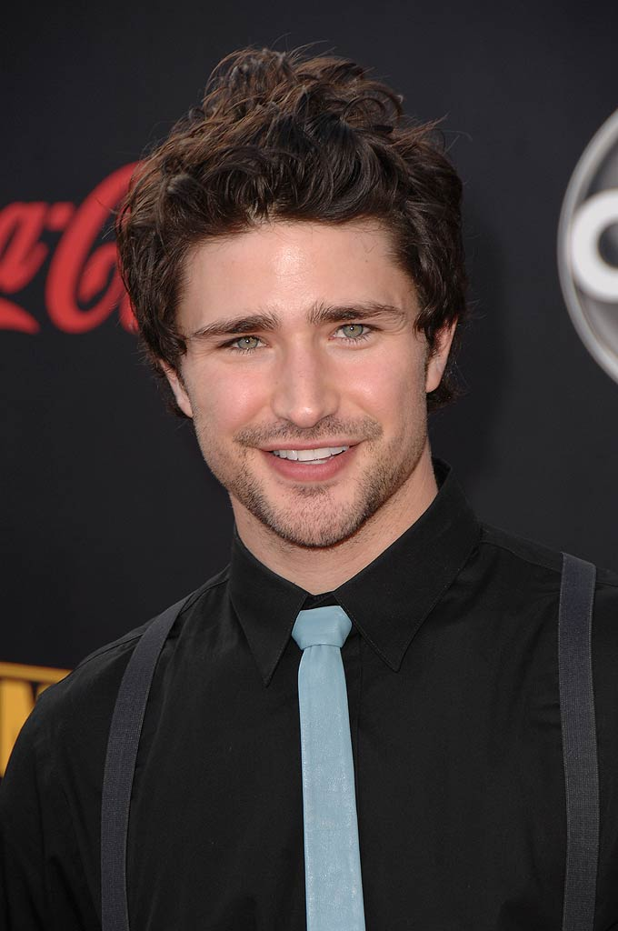 Matt Dallas arrives to the 2007 American Music Awards.