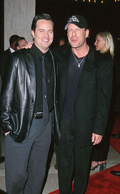 Premiere: Matthew Perry and Bruce Willis at the LA premiere of Warner Brothers' The Whole Nine Yards - 2/17/2000