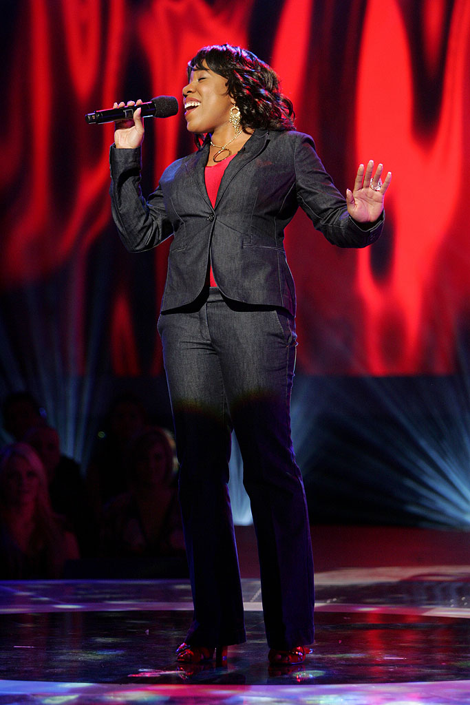 Melinda Doolittle performs in front of the judges on the 6th season of American Idol.