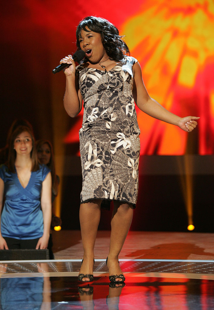 Melinda Doolittle performs in the 6th season of American Idol.