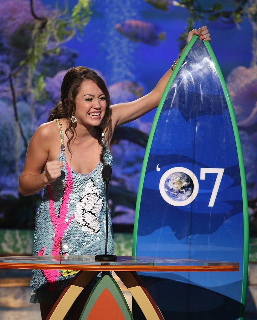 Miley Cyrus accepts the award for Choice Summer Artist onstage at the 2007 Teen Choice Awards.