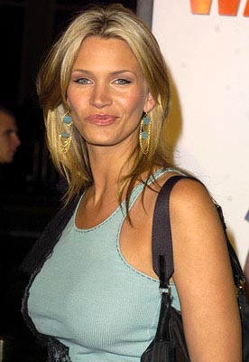 Premiere: Natasha Henstridge at the LA premiere of MGM's Walking Tall - 3/29/2004