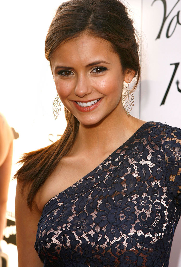 Nina Dobrev arrives at Hollywood Life's 11th Annual Young Hollywood Awards held at The Eli and Edythe Broad Stage on June 7, 2009 in Santa Monica, California.