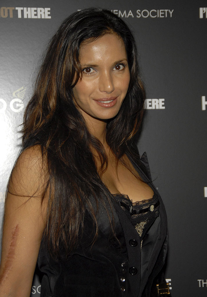 "Padma Lakshmi arrives at the New York Premiere of ""I'm Not There"" at the Chelsea West Theater on November 13, 2007 in New York City."