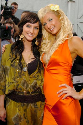 Ashlee Simpson is the latest celebrity Paris Hilton has draped herself onto for photo ops. MTV Movie Awards - 6/5/2004
